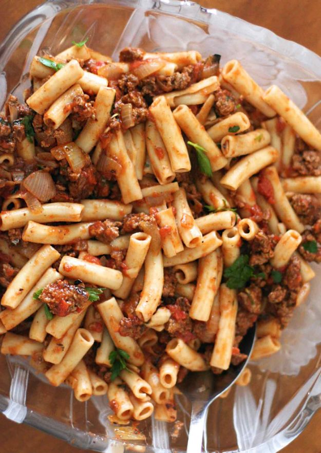 Best Pasta Recipes - Penne Pasta with Meat Sauce - Easy Pasta Recipe Ideas for Dinner, Lunch and Party Foods - Healthy and Easy Pastas With Shrimp, Beef, Chicken, Sausage, Tomato and Vegetarian - Creamy Alfredo, Marinara Red Sauce - Homemade Sauces and One Pot Meals for Quick Prep - Penne, Fettucini, Spaghetti, Ziti and Angel Hair http://diyjoy.com/pasta-recipes