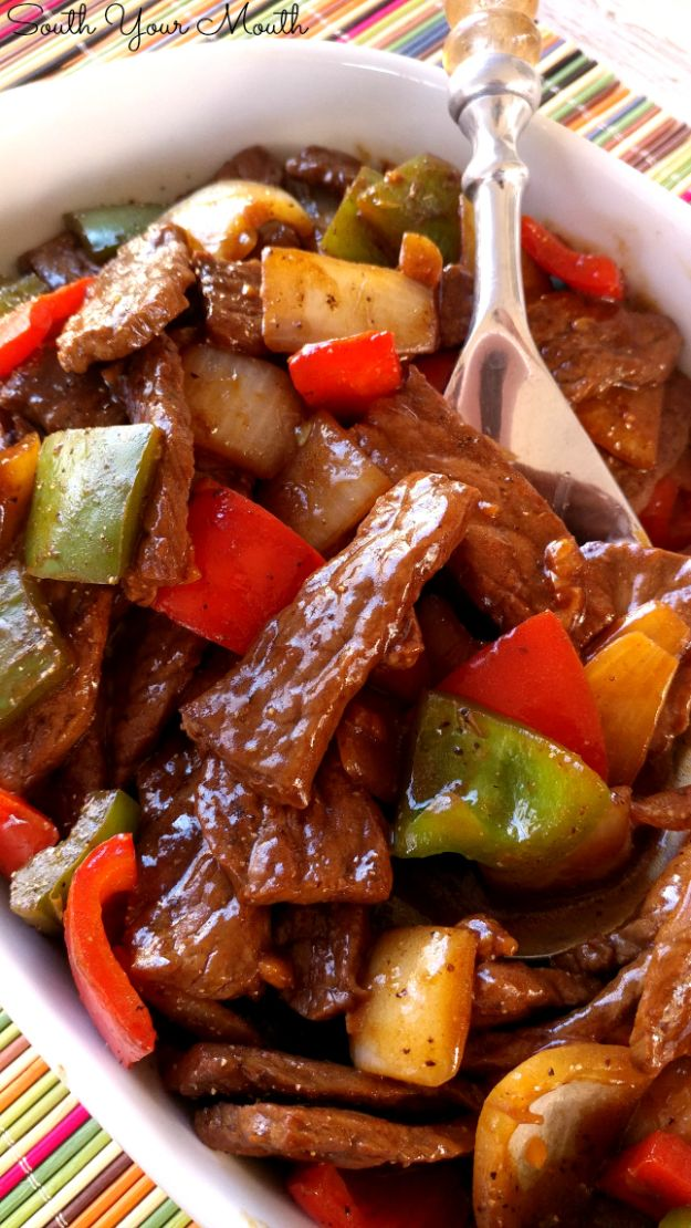 Easy Dinner Recipes - Pepper Steak - Quick and Simple Dinner Recipe Ideas for Weeknight and Last Minute Supper - Chicken, Ground Beef, Fish, Pasta, Healthy Salads, Low Fat and Vegetarian Dishes - Easy Meals for the Family, for Two, for One and Cook Ahead Crockpoit Dinners - Cheap Casseroles and Budget Friendly Foods to Make at Home http://diyjoy.com/easy-dinner-recipes
