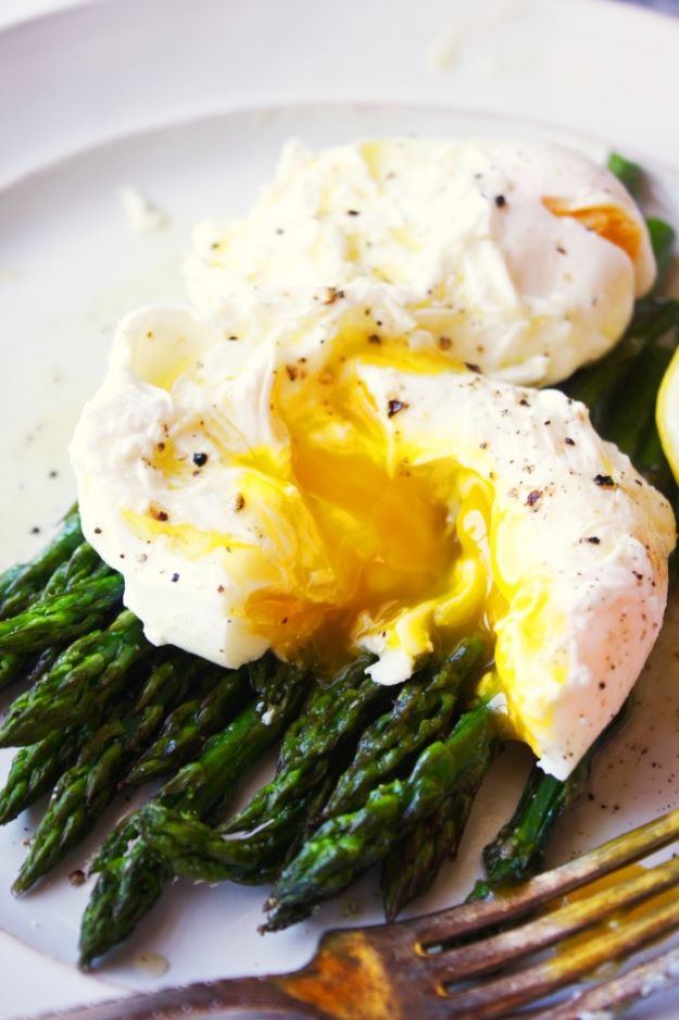 Asparagus Recipes - Poached Eggs Over Asparagus - DIY Asparagus Recipe Ideas for Homemade Soups, Sides and Salads - Easy Tutorials for Roasted, Sauteed, Steamed, Baked, Grilled and Pureed Asparagus - Party Foods, Quick Dinners, Dishes With Cheese, Vegetarian and Vegan Options - Healthy Recipes With Step by Step Instructions http://diyjoy.com/asparagus-recipes