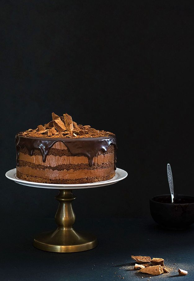 Chocolate Desserts and Recipe Ideas - Pure Chocolate Mousse Cake - Easy Chocolate Recipes With Mint, Peanut Butter and Caramel - Quick No Bake Dessert Idea, Healthy Desserts, Cake, Brownies, Pie and Mousse - Best Fancy Chocolates to Serve for Two