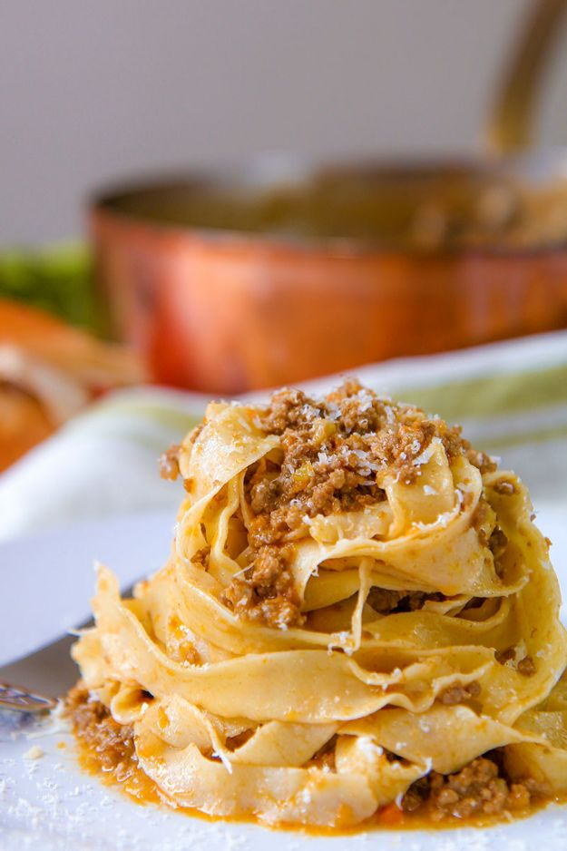 Best Italian Recipes - Ragù alla Bolognese - Authentic and Traditional italian dishes For Dinner, Appetizers, and Easy Lunch - Pasta with Chicken, Lasagna, Noodles With Cheese, Healthy Recipe Ideas - Party Trays and Food For A Crowd - Fettucini, Spaghetti, Alfredo Sauce, Meatballs, Grilled Steak and Fish, Soup, Seafood, Vegetarian and Crockpot Versions #italian #italianfood #recipes #italianrecipes http://diyjoy.com/best-italian-recipes