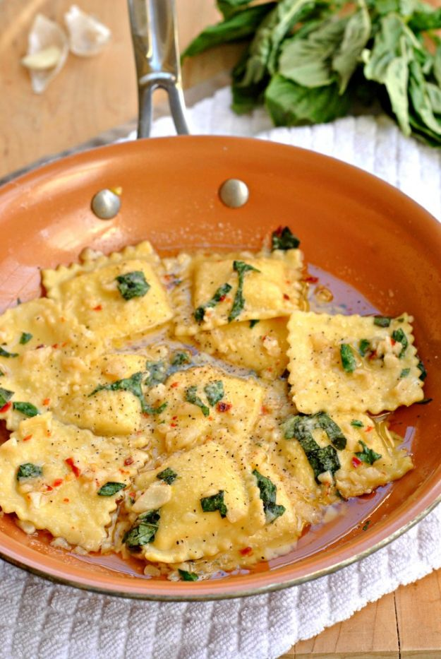 Best Italian Recipes - Ravioli With Garlic Basil Oil - Authentic and Traditional italian dishes For Dinner, Appetizers, and Easy Lunch - Pasta with Chicken, Lasagna, Noodles With Cheese, Healthy Recipe Ideas - Party Trays and Food For A Crowd - Fettucini, Spaghetti, Alfredo Sauce, Meatballs, Grilled Steak and Fish, Soup, Seafood, Vegetarian and Crockpot Versions #italian