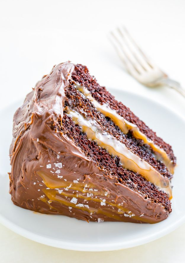 Chocolate Desserts and Recipe Ideas - Salted Caramel Chocolate Cake - Easy Chocolate Recipes With Mint, Peanut Butter and Caramel - Quick No Bake Dessert Idea, Healthy Desserts, Cake, Brownies, Pie and Mousse - Best Fancy Chocolates to Serve for Two