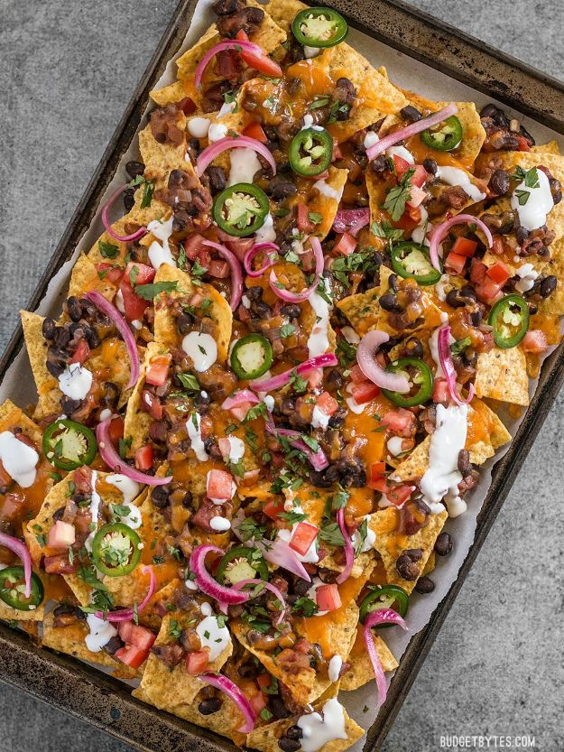 Easy Dinner Recipes - Spicy Baked Black Bean Nachos - Quick and Simple Dinner Recipe Ideas for Weeknight and Last Minute Supper - Chicken, Ground Beef, Fish, Pasta, Healthy Salads, Low Fat and Vegetarian Dishes #easyrecipes #dinnerideas #recipes