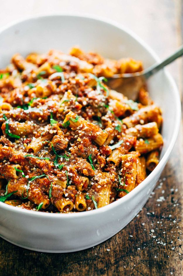 Best Pasta Recipes - Spicy Sausage Rigatoni - Easy Pasta Recipe Ideas for Dinner, Lunch and Party Foods - Healthy and Easy Pastas With Shrimp, Beef, Chicken, Sausage, Tomato and Vegetarian - Creamy Alfredo, Marinara Red Sauce - Homemade Sauces and One Pot Meals for Quick Prep - Penne, Fettucini, Spaghetti, Ziti and Angel Hair http://diyjoy.com/pasta-recipes