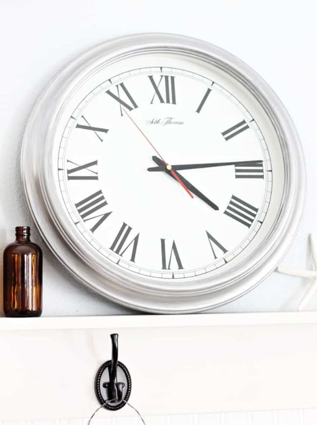 Thrift Store DIY Makeovers - Thrift Store Clock - Decor and Furniture With Upcycling Projects and Tutorials - Room Decor Ideas on A Budget - Crafts and Decor to Make and Sell - Before and After Photos - Farmhouse, Outdoor, Bedroom, Kitchen, Living Room and Dining Room Furniture http://diyjoy.com/thrift-store-makeovers
