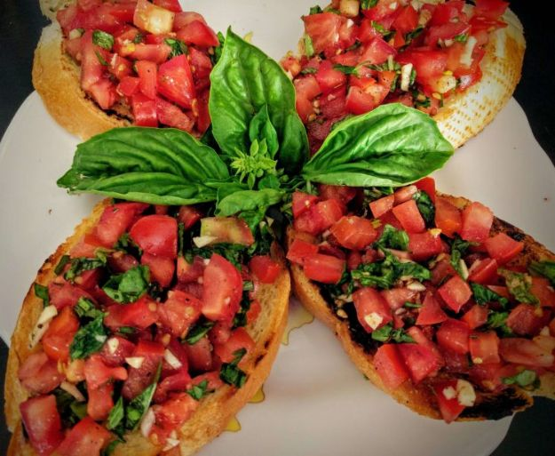 Best Italian Recipes - Tomato & Basil Bruschetta - Authentic and Traditional italian dishes For Dinner, Appetizers, and Easy Lunch - Pasta with Chicken, Lasagna, Noodles With Cheese, Healthy Recipe Ideas - Party Trays and Food For A Crowd - Fettucini, Spaghetti, Alfredo Sauce, Meatballs, Grilled Steak and Fish, Soup, Seafood, Vegetarian and Crockpot Versions #italian