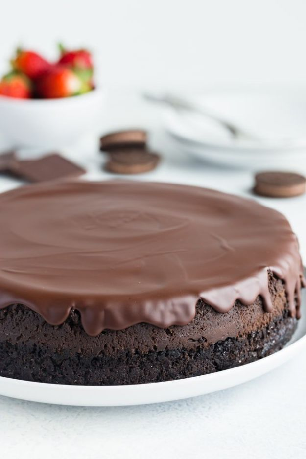 Chocolate Desserts and Recipe Ideas - Triple Chocolate Cheesecake - Easy Chocolate Recipes With Mint, Peanut Butter and Caramel - Quick No Bake Dessert Idea, Healthy Desserts, Cake, Brownies, Pie and Mousse - Best Fancy Chocolates to Serve for Two, A Crowd, and Simple Snacks http://diyjoy.com/chocolate-dessert-recipes