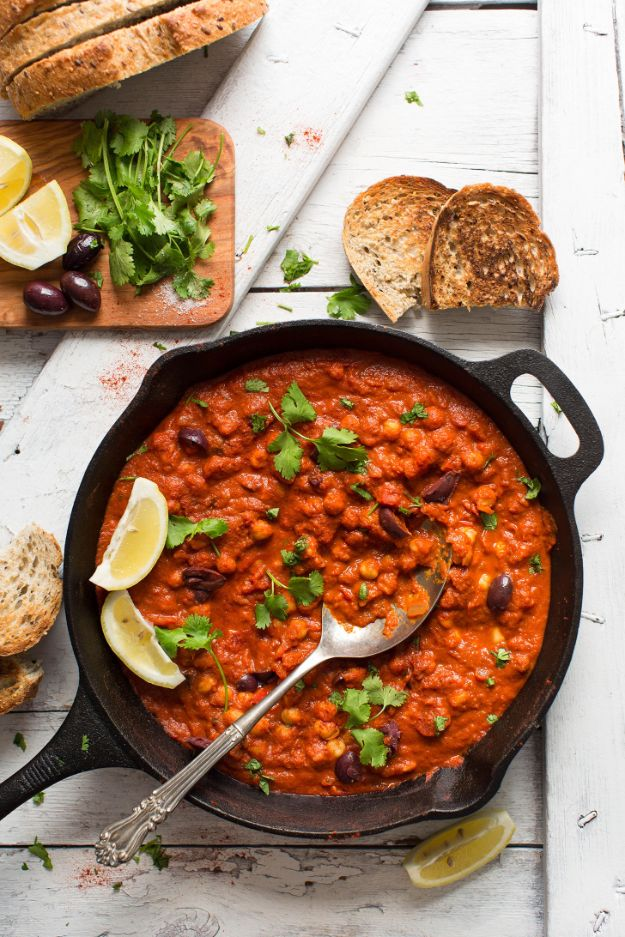 Easy Dinner Recipes - Vegan Chickpea Shakshuka - Quick and Simple Dinner Recipe Ideas for Weeknight and Last Minute Supper - Chicken, Ground Beef, Fish, Pasta, Healthy Salads, Low Fat and Vegetarian Dishes - Easy Meals for the Family, for Two, for One and Cook Ahead Crockpoit Dinners - Cheap Casseroles and Budget Friendly Foods to Make at Home http://diyjoy.com/easy-dinner-recipes
