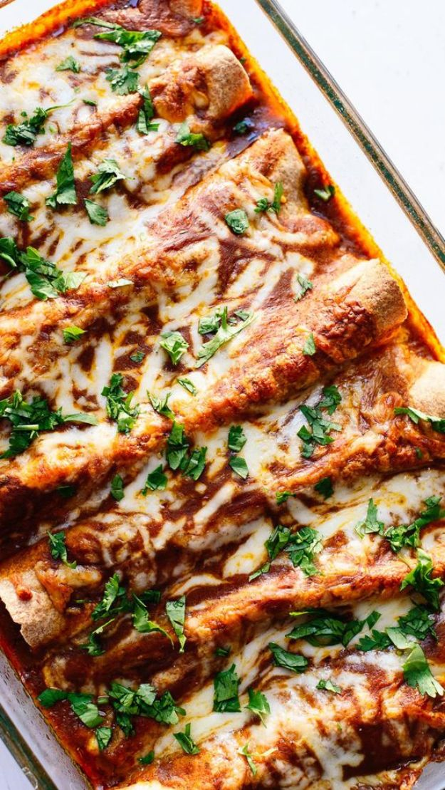 Enchiladas -Veggie Black Bean Enchiladas - Best Easy Enchilada Recipes and Enchilada Casserole With Chicken, Beef, Cheese, Shrimp, Turkey and Vegetarian - Healthy Salsa for Green Verdes, Sour Cream Enchiladas Mexicanas, White Sauce, Crockpot Ideas - Dinner, Lunch and Party Food Ideas to Feed A Group or Crowd http://diyjoy.com/enchilada-recipes