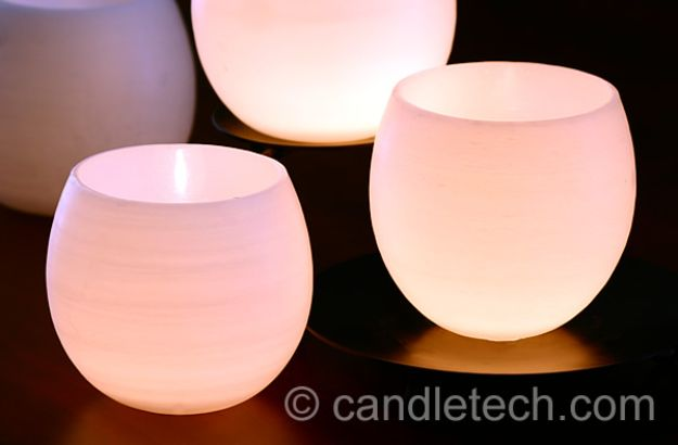Cheap DIY Gift Ideas - Water Balloon Luminaries - List of Handmade Gifts on A Budget and Inexpensive Christmas Presents - Do It Yourself Gift Idea for Family and Friends, Mom and Dad, For Guys and Women, Boyfriend, Girlfriend, BFF, Kids and Teens - Dollar Store and Dollar Tree Crafts, Home Decor, Room Accessories and Fun Things to Make At Home http://diyjoy.com/cheap-diy-gift-ideas