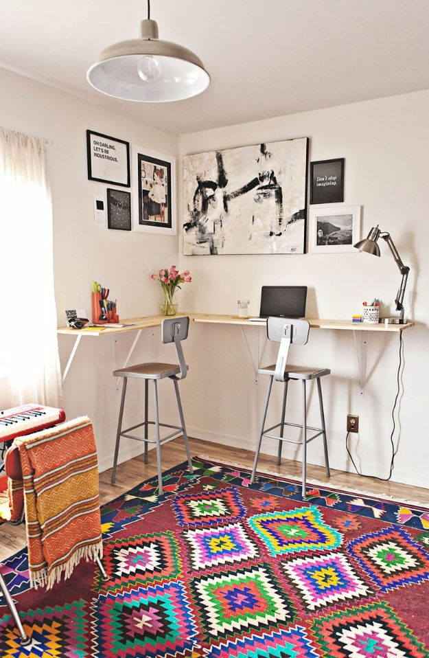 DIY Desks - Build A Standing Desk - Easy To Make Do It Yourself Desk Projects With Step by Step tutorials - Rustic Wood Pallet, Farmhouse Style Furniture, Modern Design and Upcycling Makeover Project Plans - Standing Computer Desks, Ideas for Small Spaces and Home Office - Cheap Desks With Built In Organization, With Storage, With Hutch and Filing Cabinets http://diyjoy.com/diy-desks