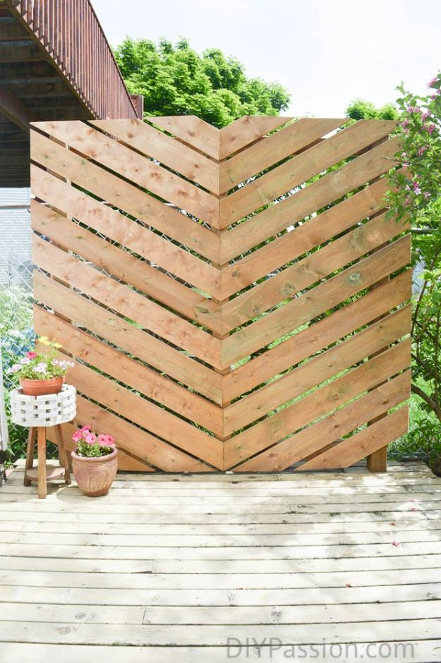 DIY Outdoor Furniture - Build a Simple Chevron Outdoor Privacy Wall- Cheap and Easy Ideas for Patio and Porch Seating and Tables, Chairs, Sofas - How To Make Outdoor Furniture Projects on A Budget - Fmaily Friendly Decor Kids Love - Quick Projects to Make This Weekend - Swings, Pallet Tables, End Tables, Rocking Chairs, Daybeds and Benches