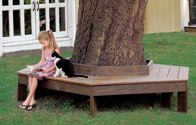 DIY Outdoor Furniture - Build a Tree Bench - Cheap and Easy Ideas for Patio and Porch Seating and Tables, Chairs, Sofas - How To Make Outdoor Furniture Projects on A Budget - Fmaily Friendly Decor Kids Love - Quick Projects to Make This Weekend - Swings, Pallet Tables, End Tables, Rocking Chairs, Daybeds and Benches http://diyjoy.com/diy-outdoor-furniture
