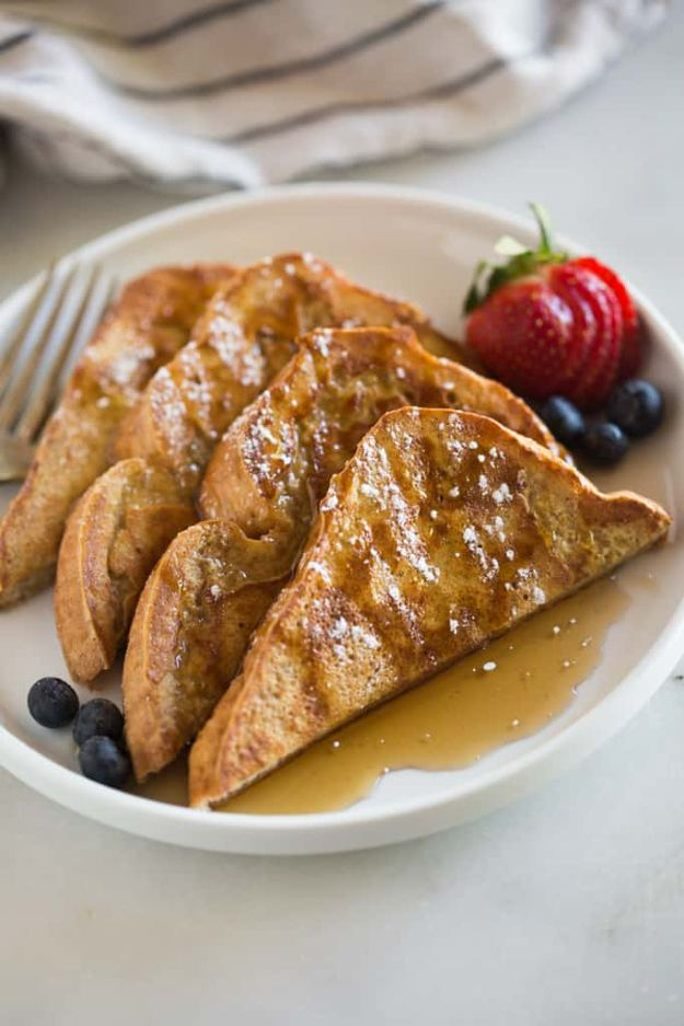 French Toast Recipes - Classic French Toast - Best Brunch Bites and Breakfast Ideas for French Toast - Stuffed, Baked and Creme Brulee Toasts With Fruit - Healthy Sugar Free, Gluten Free and Keto Versions - Casserole Ideas for Parties and Feeding A Crowd, Sticks and Overnight Prep - How To Make French Toast Perfectly, Classic Powdered Sugar French Toast Recipe http://diyjoy.com/french-toast-recipes