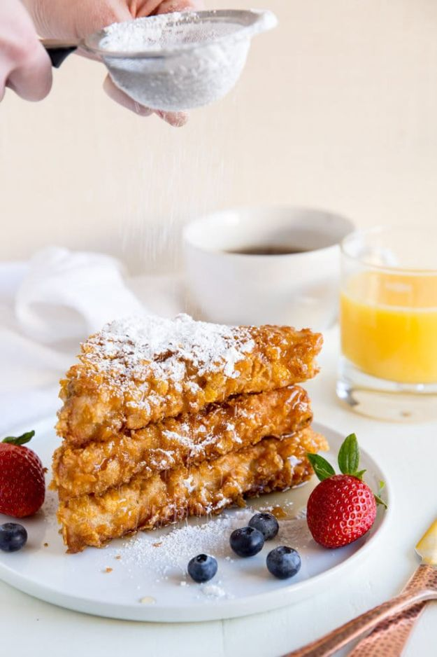 French Toast Recipes - Cornflake Crusted French Toast - Best Brunch Bites and Breakfast Ideas for French Toast - Stuffed, Baked and Creme Brulee Toasts With Fruit - Healthy Sugar Free, Gluten Free and Keto Versions - Casserole Ideas for Parties and Feeding A Crowd, Sticks and Overnight Prep - How To Make French Toast Perfectly, Classic Powdered Sugar French Toast Recipe http://diyjoy.com/french-toast-recipes