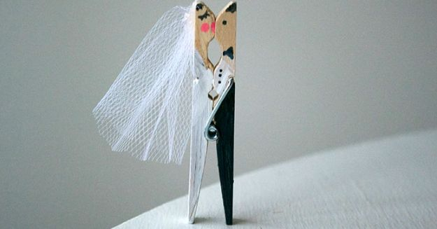 Dollar Tree Wedding Ideas - DIY Kissing Clothespin Place Card Holders - Cheap and Easy Dollar Store Crafts from Your Local Dollar Tree Store - Inexpensive Wedding Decor for the Bride on A Budget - Crafts and Centerpieces, Guest Book, Favors and Decorations You Can Make for Weddings - Pretty, Creative Flowers, Table Decor, Place Cards, Signs and Event Planning Idea