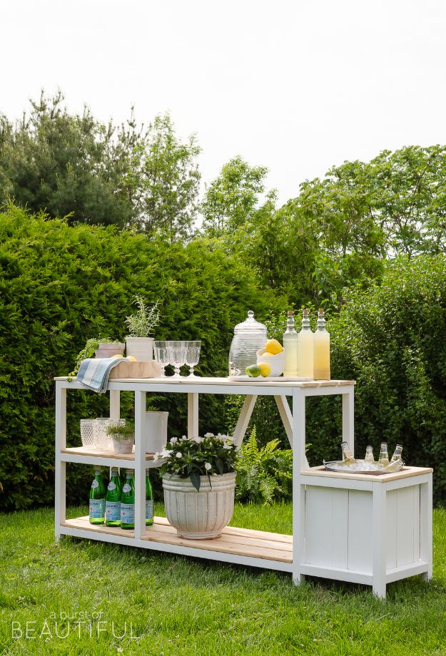 DIY Outdoor Furniture - DIY Outdoor Bar - Cheap and Easy Ideas for Patio and Porch Seating and Tables, Chairs, Sofas - How To Make Outdoor Furniture Projects on A Budget - Fmaily Friendly Decor Kids Love - Quick Projects to Make This Weekend - Swings, Pallet Tables, End Tables, Rocking Chairs, Daybeds and Benches