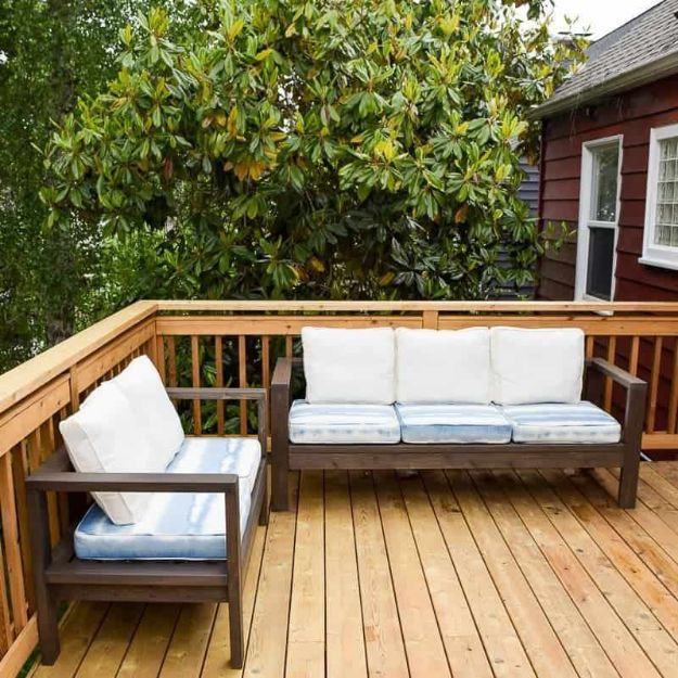 DIY Outdoor Furniture - DIY Outdoor Loveseat and Sofa - Cheap and Easy Ideas for Patio and Porch Seating and Tables, Chairs, Sofas - How To Make Outdoor Furniture Projects on A Budget - Fmaily Friendly Decor Kids Love - Quick Projects to Make This Weekend - Swings, Pallet Tables, End Tables, Rocking Chairs, Daybeds and Benches http://diyjoy.com/diy-outdoor-furniture