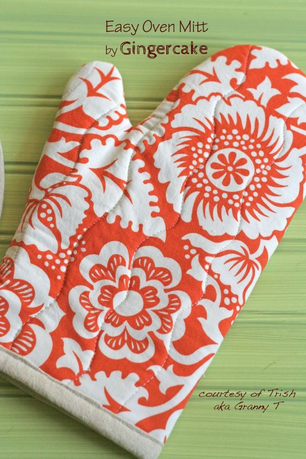 Sewing Projects for Beginners - Easy Oven Mitt - Easy Sewing Project Ideas and Free Patterns for Basic Clothing, Kids Clothes, Quick Baby Gifts, DIY Bags, Sewing Crafts to Make and Sell on Etsy - Scarf Tutorial, Blankets, Stuffed Animals, Home Decor and Linens, Curtains and Bedding, Hand Sewn cute christmas gifts to sew