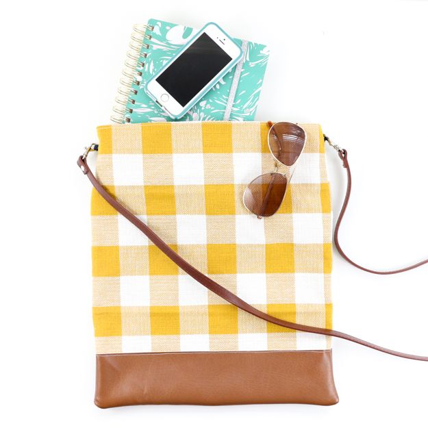 Sewing Projects for Beginners - Fall Plaid Crossbody Bag - Easy Sewing Project Ideas and Free Patterns for Basic Clothing, Kids Clothes, Quick Baby Gifts, DIY Bags, Sewing Crafts to Make and Sell on Etsy - Scarf Tutorial, Blankets, Stuffed Animals, Home Decor and Linens, Curtains and Bedding, Hand Sewn cute christmas gifts to sew