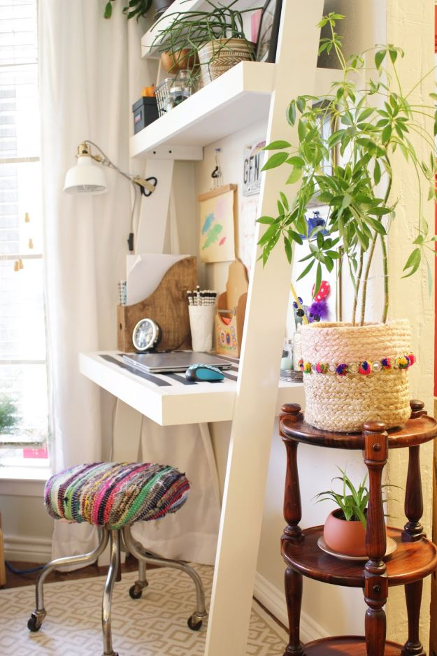 DIY Desks - Ladder Desk - Easy To Make Do It Yourself Desk Projects With Step by Step tutorials - Rustic Wood Pallet, Farmhouse Style Furniture, Modern Design and Upcycling Makeover Project Plans - Standing Computer Desks, Ideas for Small Spaces and Home Office - Cheap Desks With Built In Organization, With Storage, With Hutch and Filing Cabinets http://diyjoy.com/diy-desks
