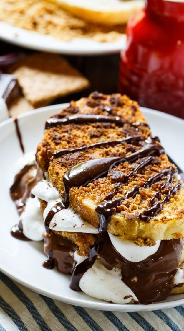 French Toast Recipes - S'mores French Toast - Best Brunch Bites and Breakfast Ideas for French Toast - Stuffed, Baked and Creme Brulee Toasts With Fruit - Healthy Sugar Free, Gluten Free and Keto Versions - Casserole Ideas for Parties and Feeding A Crowd, Sticks and Overnight Prep - How To Make French Toast Perfectly, Classic Powdered Sugar French Toast Recipe #breakfast #frenchtoast