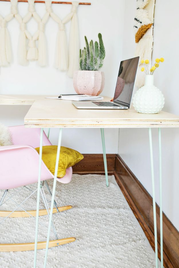 DIY Desks - Transformable Hairpin Leg Desk - Easy To Make Do It Yourself Desk Projects With Step by Step tutorials - Rustic Wood Pallet, Farmhouse Style Furniture, Modern Design and Upcycling Makeover Project Plans - Standing Computer Desks, Ideas for Small Spaces and Home Office - Cheap Desks With Built In Organization, With Storage, With Hutch and Filing Cabinets http://diyjoy.com/diy-desks