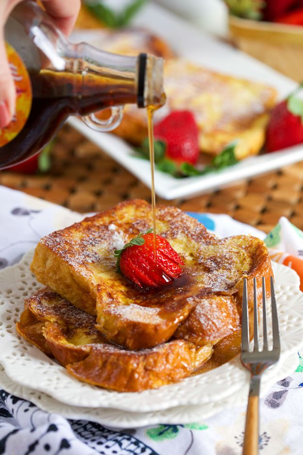 French Toast Recipes - Very Best French Toast - Best Brunch Bites and Breakfast Ideas for French Toast - Stuffed, Baked and Creme Brulee Toasts With Fruit - Healthy Sugar Free, Gluten Free and Keto Versions - Casserole Ideas for Parties and Feeding A Crowd, Sticks and Overnight Prep - How To Make French Toast Perfectly, Classic Powdered Sugar French Toast Recipe http://diyjoy.com/french-toast-recipes