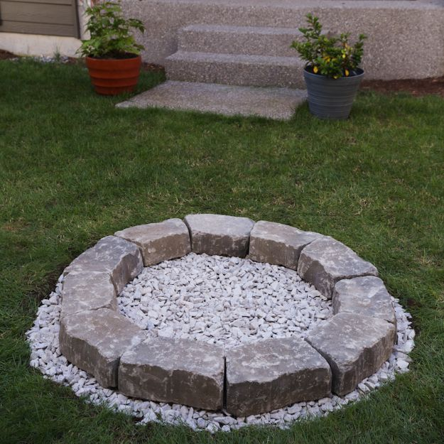 DIY Firepits - Backyard Fire Pit in & Easy Steps - Step by Step Tutorial for Raised Firepit , In Ground, Portable, Brick, Stone, Metal and Cinder Block Outdoor Fireplace #outdoors #diy