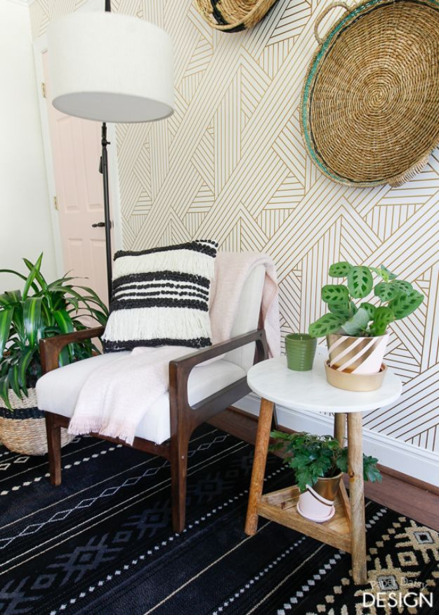 Wallpaper Tips and Tricks - Bold and Fearless Wallpaper - Easy DIY Wallpapering Tutorials - How to Hang Wall Paper for Beginners - Step by Step Instructions and Cool Hacks for Hanging Wall Papers http://diyjoy.com/wallpaper-tips-tricks