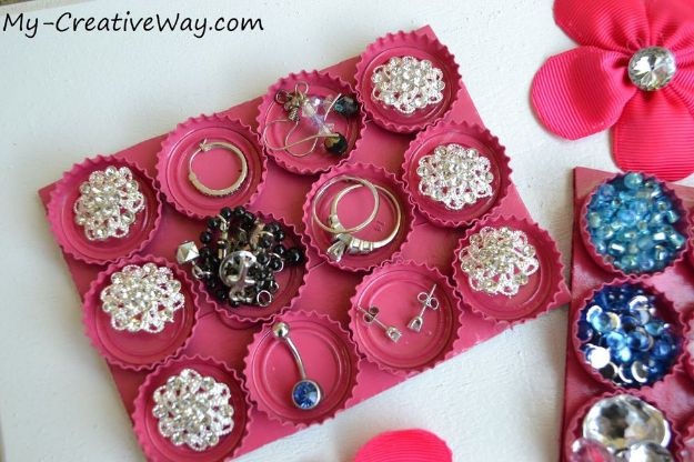 DIY Bottle Cap Crafts - Bottle Cap Craft Organizer - Make Jewelry Projects, Creative Craft Ideas, Gift Ideas for Men, Women and Kids, KeyChains and Christmas Ornaments, Presents