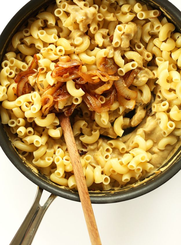 Macaroni and Cheese Recipes - Caramelized Onion Mac N' Cheese - Best Mac and Cheese Recipe - Baked, Crockpot, Stovetop and Easy, Quick Variations - Homemade, Creamy Sauce - Pioneer Woman Favorites - Velveets Cheddar and 3 Cheese Bacon, Breadcrumbs http://diyjoy.com/mac-and-cheese-recipes