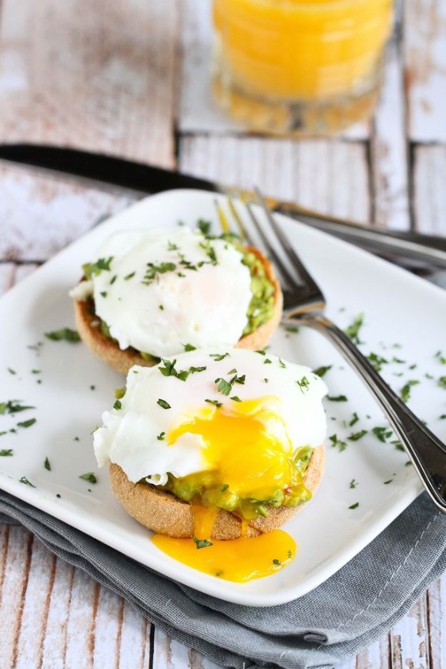 Eggs Benedict Recipes - Chipotle Guacamole Eggs Benedict - Best Benedicts and Recipe Ideas for Breakfast, Brunch and Lunch - Easy and Quick Eggs Benedict, Classic, Salmon, Vegetarian and Healthy Variations - How to Make Hollandaise Sauce - Pioneer Woman Favorites - Eggs Benedict Casserole for A Crowd http://diyjoy.com/eggs-benedict-recipes