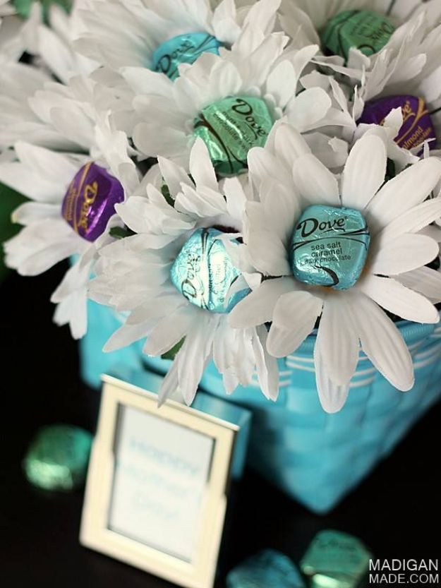 DIY anniversary Gifts - Chocolate Bouquet - Homemade, Handmade Gift Ideas for Wedding Anniversaries - Cool, Easy and inexpensive Gifts To Make for Husband or Wife #anniverary #diy #gifts