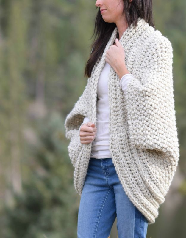 DIY Clothes for Winter - Cozy Blanket Cardigan - Cool Fashion Ideas to Make for Cold Weather - Handmade Scarves, Hats, Coats, Gloves and Mittens, Sweaters and Wraps - Easy Sewing Tutorials and No Sew Items - Creative and Quick Homemade Gifts and Christmas Present Ideas