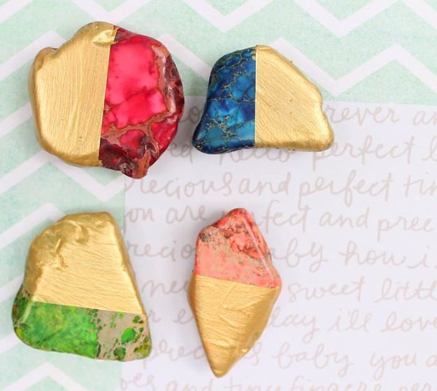 Cheap Last Minute Gifts DIY - DIY Gold Dipped Magnets - Inexpensive DIY Gift Ideas To Make On A Budget - Homemade Christmas and Birthday Presents to Make For Mom, Dad, Daughter & Son, Kids, Friends and Family - Cool and Creative Crafts, Home Decor and Accessories, Fun Gadgets and Phone Stuff - Quick Gifts From Dollar Tree Items http://diyjoy.com/cheap-last-minute-gifts