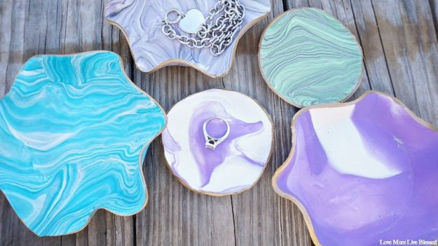 Cheap Last Minute Gifts DIY - DIY Marbled Clay Dishes - Inexpensive DIY Gift Ideas To Make On A Budget - Homemade Christmas and Birthday Presents to Make For Mom, Dad, Daughter & Son, Kids, Friends and Family - Cool and Creative Crafts, Home Decor and Accessories, Fun Gadgets and Phone Stuff - Quick Gifts From Dollar Tree Items http://diyjoy.com/cheap-last-minute-gifts