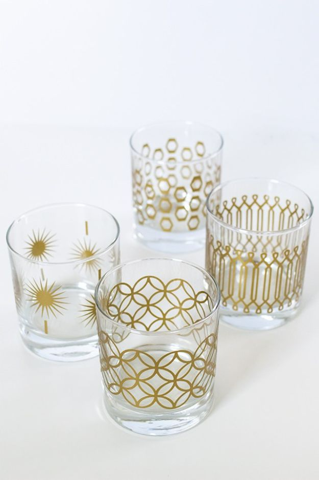 Cheap Last Minute Gifts DIY - DIY Metallic Print Glassware - Inexpensive DIY Gift Ideas To Make On A Budget - Homemade Christmas and Birthday Presents to Make For Mom, Dad, Daughter & Son, Kids, Friends and Family - Cool and Creative Crafts, Home Decor and Accessories, Fun Gadgets and Phone Stuff - Quick Gifts From Dollar Tree Items http://diyjoy.com/cheap-last-minute-gifts