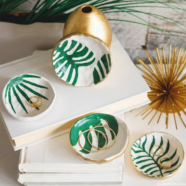 Cheap DIY Gift Ideas - DIY Trinket Dishes - List of Handmade Gifts on A Budget and Inexpensive Christmas Presents - Do It Yourself Gift Idea for Family and Friends, Mom and Dad, For Guys and Women, Boyfriend, Girlfriend, BFF, Kids and Teens - Dollar Store and Dollar Tree Crafts, Home Decor, Room Accessories and Fun Things to Make At Home #diygifts #christmas #giftideas #diy