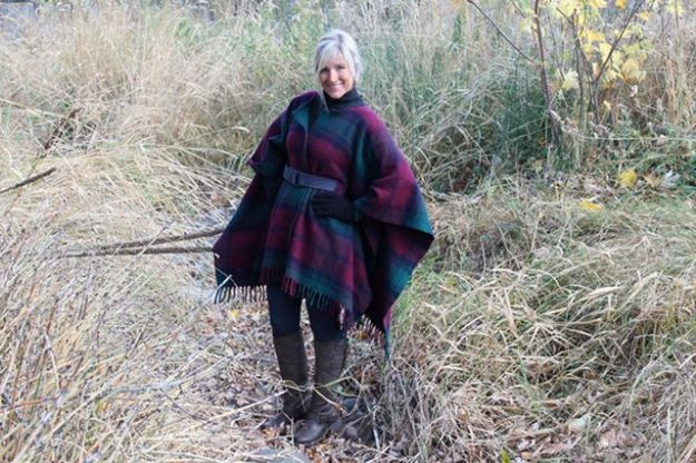 DIY Clothes for Winter - DIY Wool Blanket Coat - Cool Fashion Ideas to Make for Cold Weather - Handmade Scarves, Hats, Coats, Gloves and Mittens, Sweaters and Wraps - Easy Sewing Tutorials and No Sew Items - Creative and Quick Homemade Gifts and Christmas Present Ideas