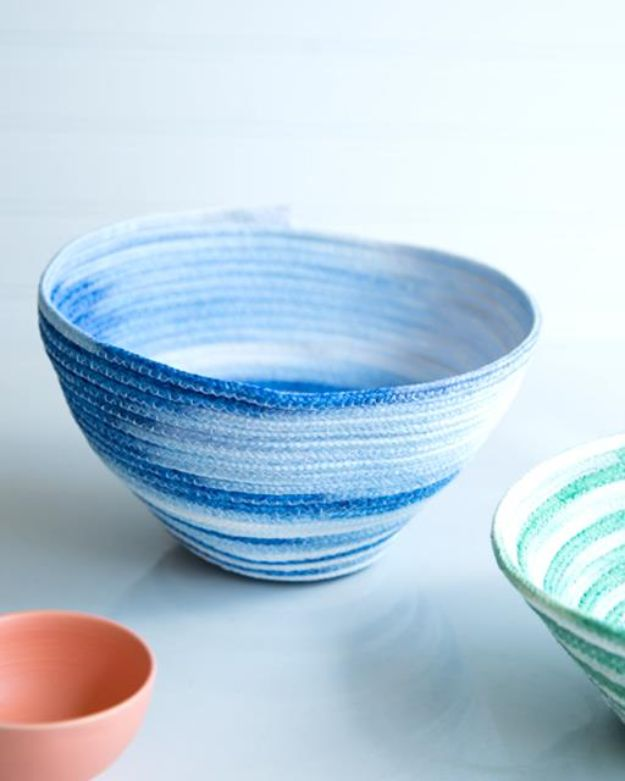 Cheap Last Minute Gifts DIY - Dip Dyed Rope Bowls - Inexpensive DIY Gift Ideas To Make On A Budget - Homemade Christmas and Birthday Presents to Make For Mom, Dad, Daughter & Son, Kids, Friends and Family - Cool and Creative Crafts, Home Decor and Accessories, Fun Gadgets and Phone Stuff - Quick Gifts From Dollar Tree Items http://diyjoy.com/cheap-last-minute-gifts