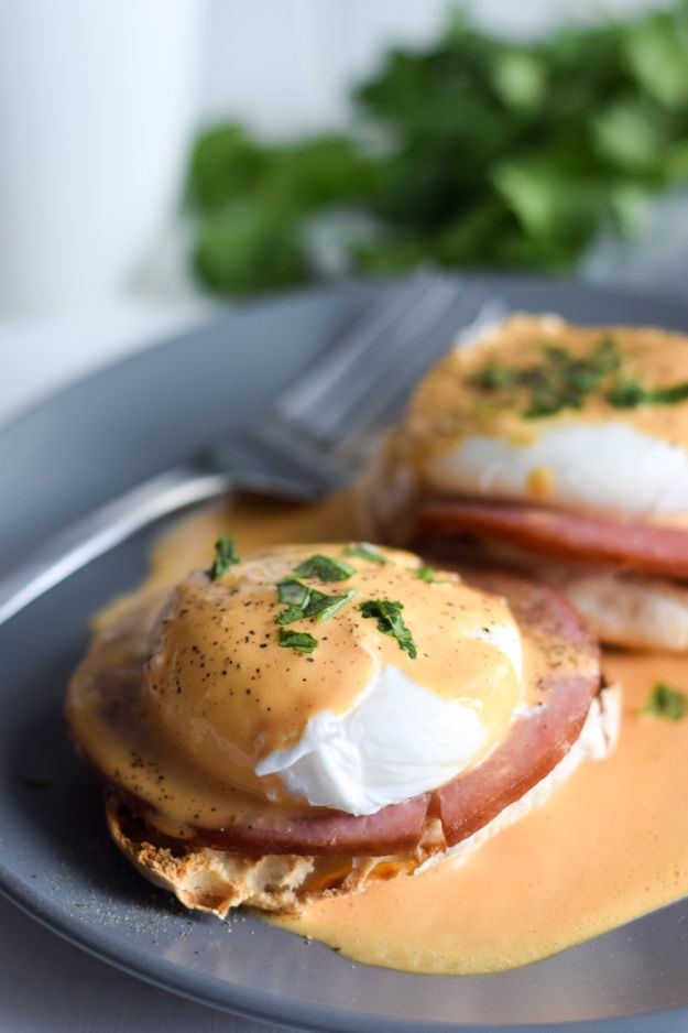 Eggs Benedict Recipes - Easy Chipotle Eggs Benedict - Best Benedicts and Recipe Ideas for Breakfast, Brunch and Lunch - Easy and Quick Eggs Benedict, Classic, Salmon, Vegetarian and Healthy Variations - How to Make Hollandaise Sauce - Pioneer Woman Favorites - Eggs Benedict Casserole for A Crowd http://diyjoy.com/eggs-benedict-recipes
