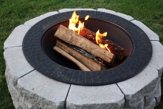 DIY Firepits - Fire Pit On A Budget - Step by Step Tutorial for Raised Firepit , In Ground, Portable, Brick, Stone, Metal and Cinder Block Outdoor Fireplace #outdoors #diy