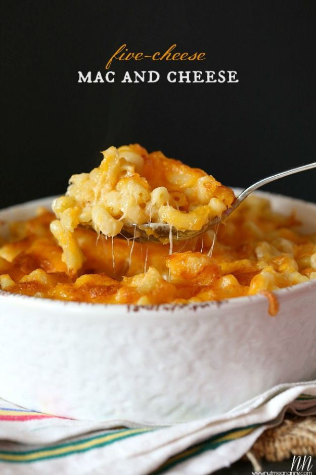 Macaroni and Cheese Recipes - Five Cheese Mac and Cheese - Best Mac and Cheese Recipe - Baked, Crockpot, Stovetop and Easy, Quick Variations - Homemade, Creamy Sauce - Pioneer Woman Favorites - Velveets Cheddar and 3 Cheese Bacon, Breadcrumbs http://diyjoy.com/mac-and-cheese-recipes