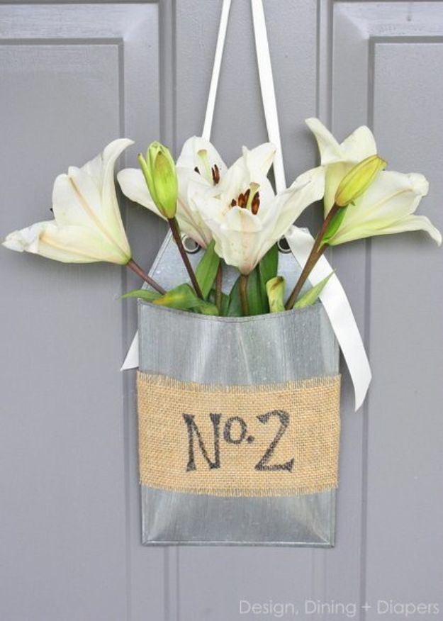 Cheap Last Minute Gifts DIY - Front Door Flower Basket - Inexpensive DIY Gift Ideas To Make On A Budget - Homemade Christmas and Birthday Presents to Make For Mom, Dad, Daughter & Son, Kids, Friends and Family - Cool and Creative Crafts, Home Decor and Accessories, Fun Gadgets and Phone Stuff - Quick Gifts From Dollar Tree Items http://diyjoy.com/cheap-last-minute-gifts
