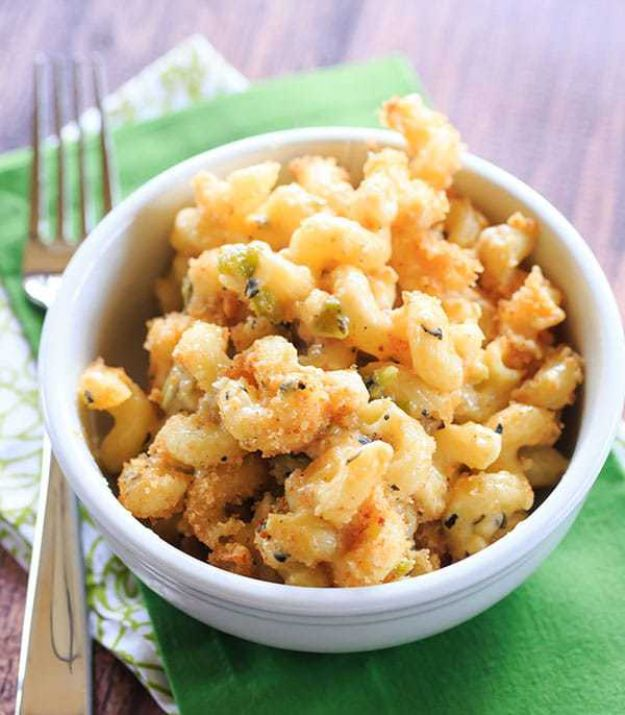 Macaroni and Cheese Recipes - Hatch Chile Mac and Cheese - Best Mac and Cheese Recipe - Baked, Crockpot, Stovetop and Easy, Quick Variations - Homemade, Creamy Sauce - Pioneer Woman Favorites - Velveets Cheddar and 3 Cheese Bacon, Breadcrumbs http://diyjoy.com/mac-and-cheese-recipes