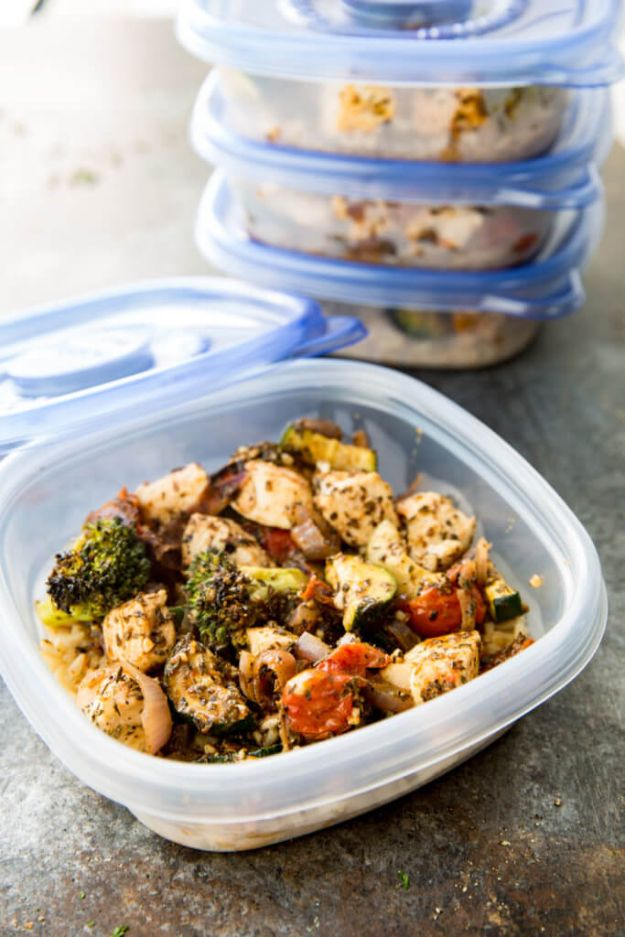 Meal Prep Ideas - Italian Chicken Meal Prep Bowls - Recipes and Planning Tips for Making a Week of Meals - Easy, Healthy Recipe Ideas to Make Ahead - Weeknight Dinners Lunches - Crockpot Lunches, Slow Cooker Meals, Freeze Ahead http://diyjoy.com/meal-prep-ideas
