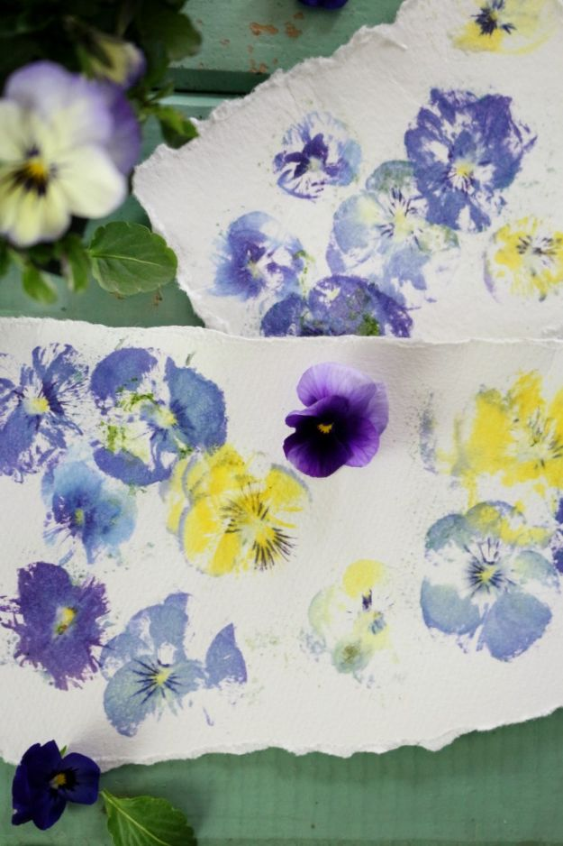 Cheap Last Minute Gifts DIY - Pressed Flowers Prints - Inexpensive DIY Gift Ideas To Make On A Budget - Homemade Christmas and Birthday Presents to Make For Mom, Dad, Daughter & Son, Kids, Friends and Family - Cool and Creative Crafts, Home Decor and Accessories, Fun Gadgets and Phone Stuff - Quick Gifts From Dollar Tree Items #diygifts #cheapgifts #christmasgifts