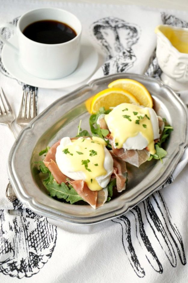 Eggs Benedict Recipes - Prosciutto and Arugula Eggs Benedict - Best Benedicts and Recipe Ideas for Breakfast, Brunch and Lunch - Easy and Quick Eggs Benedict, Classic, Salmon, Vegetarian and Healthy Variations - How to Make Hollandaise Sauce - Pioneer Woman Favorites - Eggs Benedict Casserole for A Crowd http://diyjoy.com/eggs-benedict-recipes